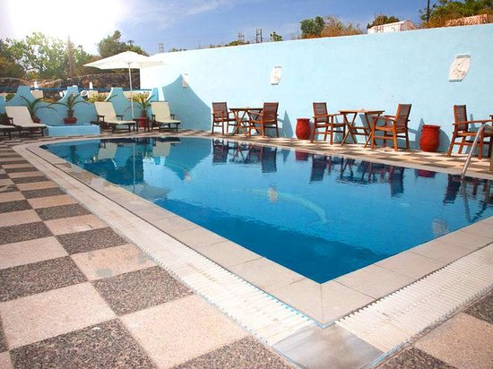 Alizea Villas & Suites: pool for the sun