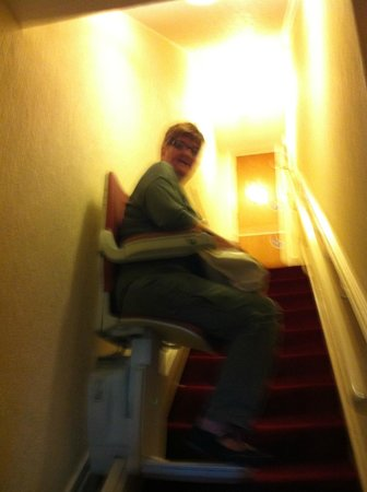 Coasters Hotel & Apartments: stair lift