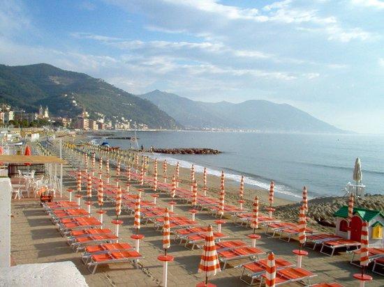 Meuble' Corallo: la spiaggia in estate