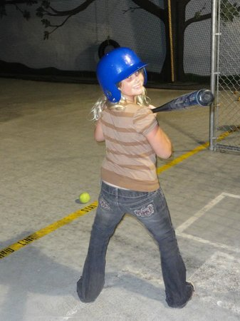 Metropolis Resort : Fun in the Action City batting cage!