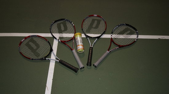 London Bridge Resort: Tennis equipment we borrowed from desk