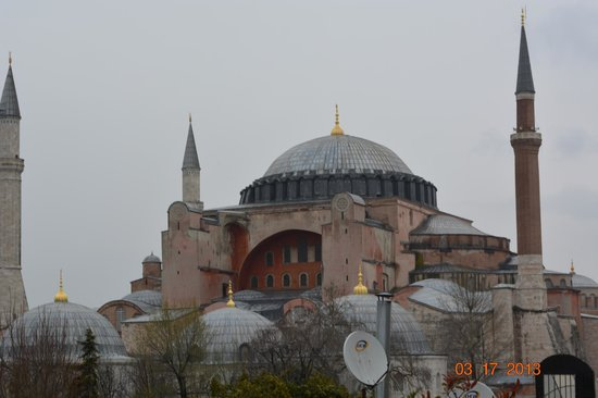 Uyan Hotel: View from hotel Hajia Sofia mosque