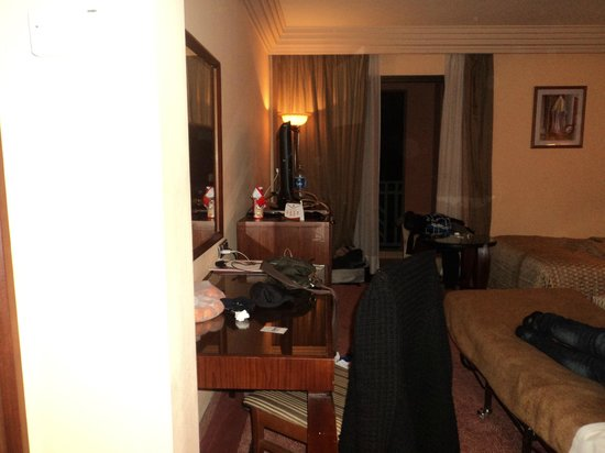 Movenpick Hotel Mansour Eddahbi Marrakech: camera piccola e brandina da campo, non adatta per tre adulti
