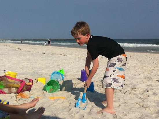 Phoenix Condominiums: Making a sand castle down at the beach!