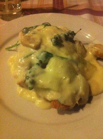 Areca restobar: Delicious Deep fried chicken with mushroom and green pepper sauce