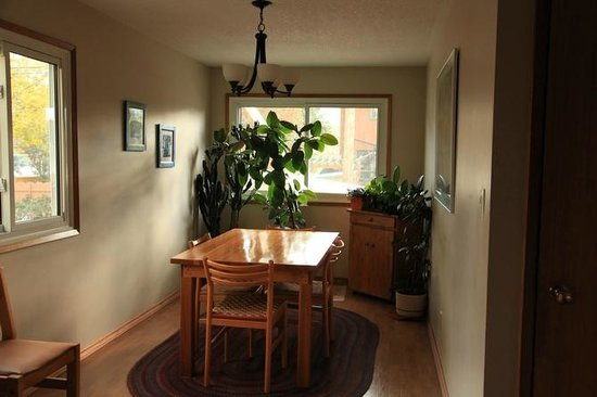 Seldom In Guest House: dining area