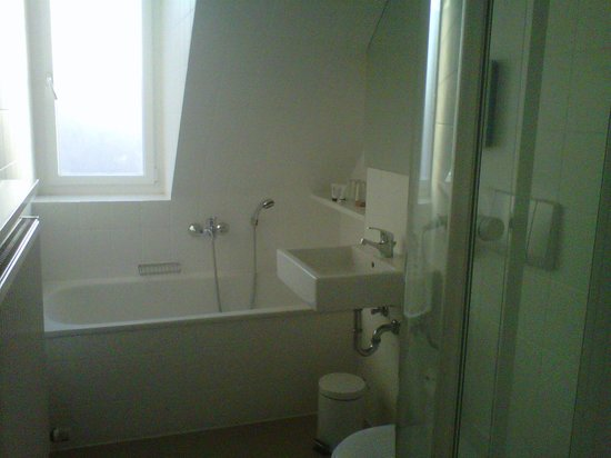 H'Otello F'22: Bathroom