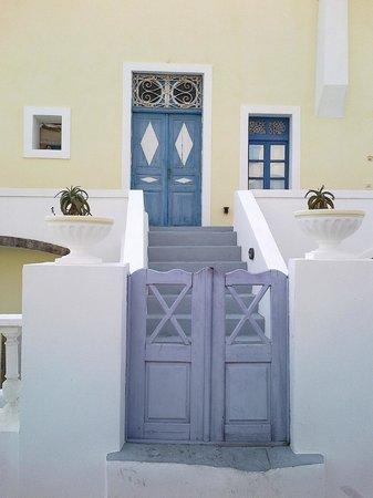 Osho Santorini: Colori tipici di Megalochori...