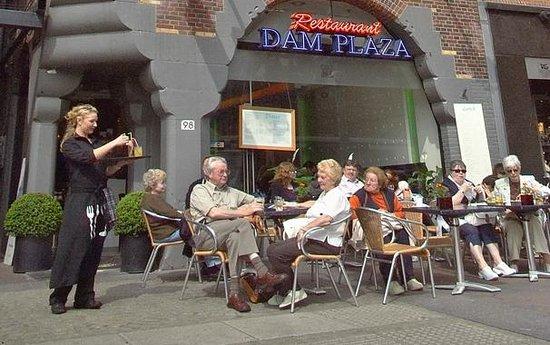 Dam Plaza: Вид снаружи, ресторан расположен слева от входа в Swissotel