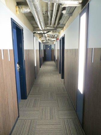 Sleep Well Youth Hostel: Corridoio della parte Star