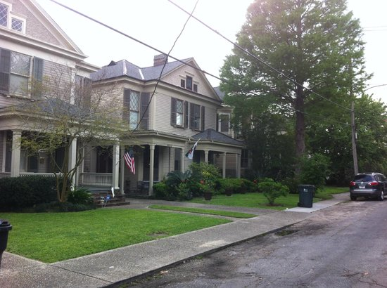 Audubon Park House Bed & Breakfast : Front of house 2