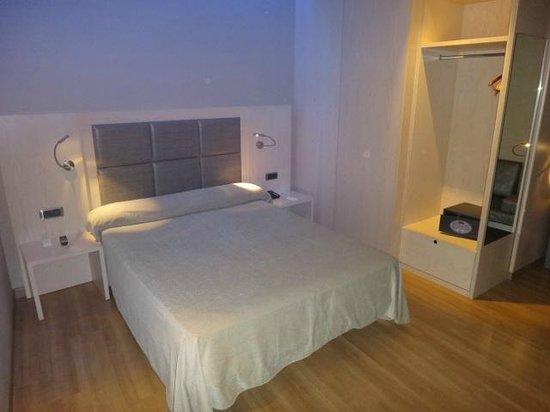 Hotel Barcelona House: Quarto
