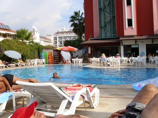 Seray Hotel: pool area