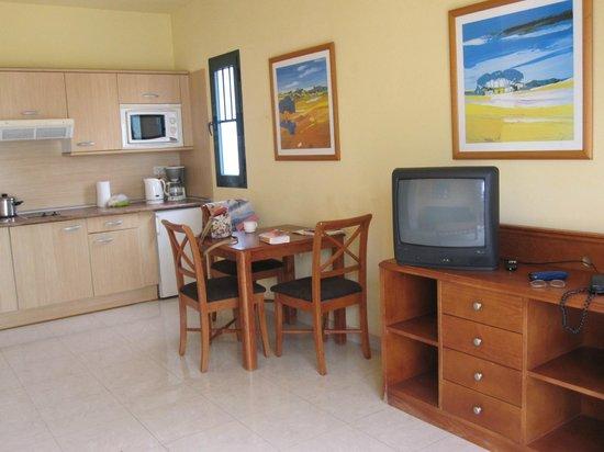 Broncemar Beach: Lounge/kitchen