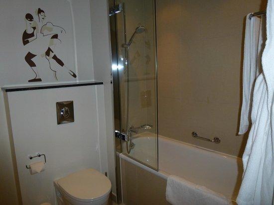 Tivoli Hotel : Bath/shower