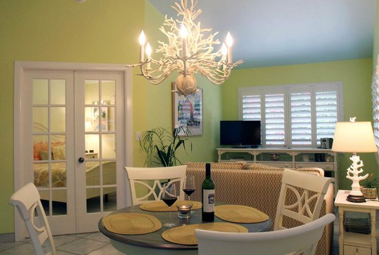 Kona Kai Resort, Gallery & Botanic Garden: Imagine yourself in the Key Lime Suite