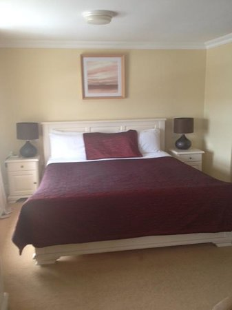 The Moorings Guesthouse: wonderful comfy bed!