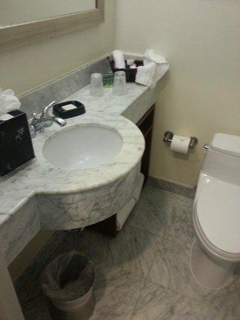 هوتل 373 فيفث أفنيو: Bathroom