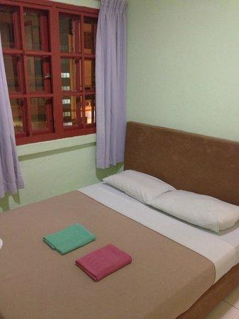 Borneo Gaya Lodge: bed