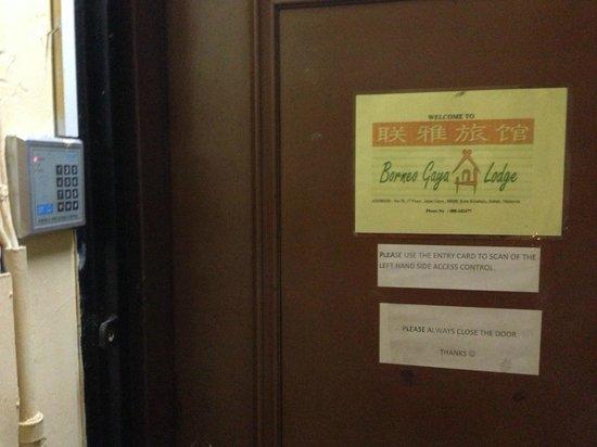 Borneo Gaya Lodge : main door