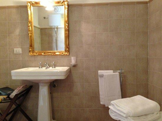 Tenuta Marchesi Scarampi: particolare del bagno