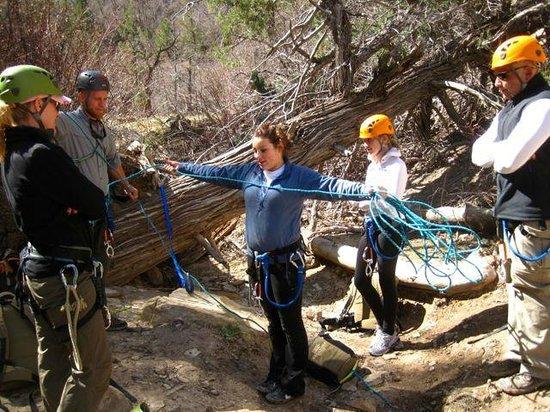 Zion Adventure Company: learning how to measure out rope for a repel