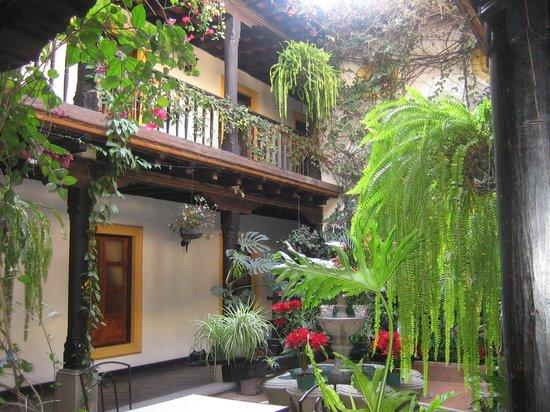 Hotel Posada Del Hermano Pedro: Patio