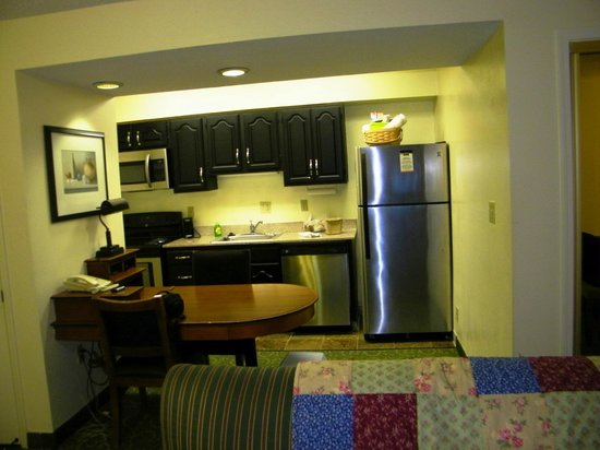 MainStay Suites Pensacola : Kitchen and Eating area