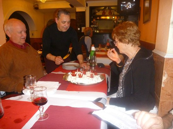 Restaurante Churrascaria Damas: The Damas Creme Birthday cake