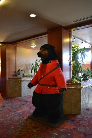 Harrison Hot Springs Resort & Spa: RCMP bear greets guests in Hotel lobby