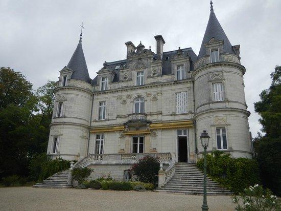 Domaine de la Tortiniere: Back of Chateau