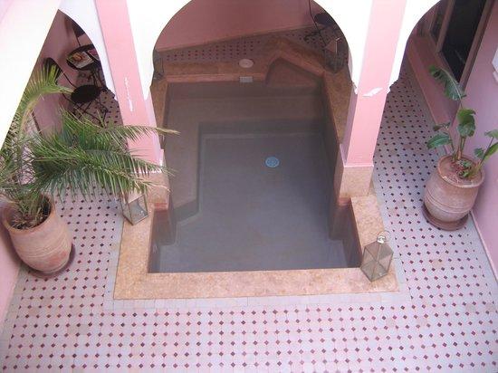 Riad Tahani: bassin
