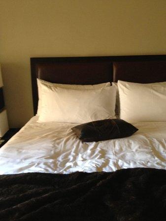 Hotel Valencia Riverwalk : Comfy Bed