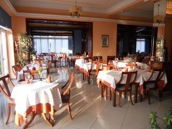 Hotel Arillo: Primera vision del comedor entrando por la cafeteria,esto equivale a un tercio del total