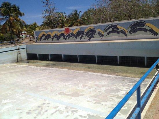 Foto de laguna mar pampatar piscina de olas abandonada for Piscina abandonada rubi
