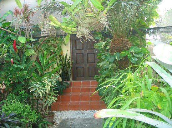 Hidden Eden Aruba: Door to our room