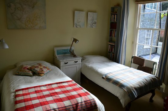 2 Albany Terrace: the twin room