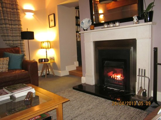 The Grange Guest House: Residents Lounge with roaring fire!