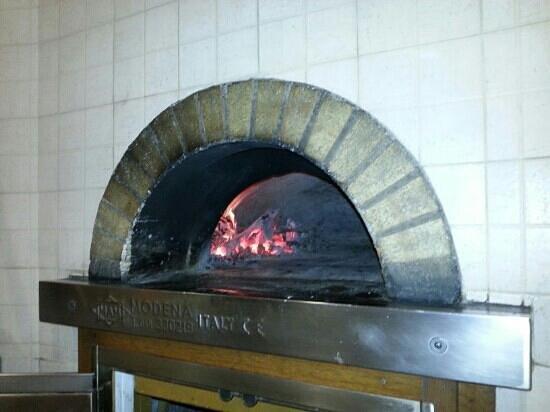 Dal Tagliapizza: Il forno a legna