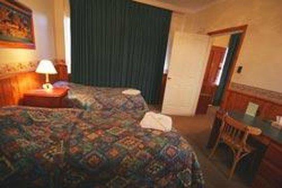 Astor Inn : room