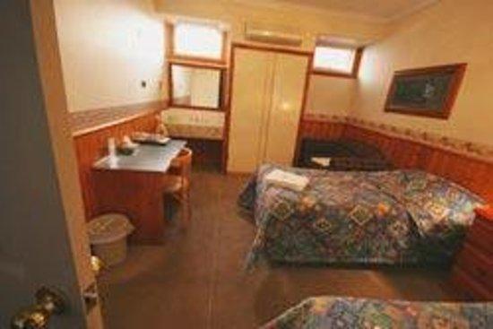 Astor Inn : friends room