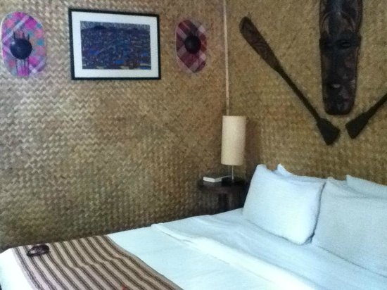 Puerto Pension: tribal style bedroom- nice touch