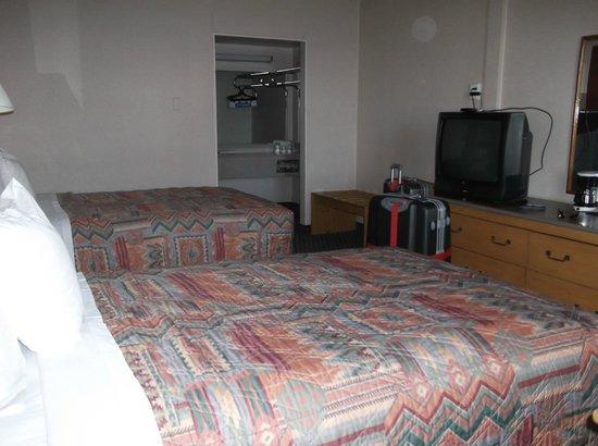 Days Inn Flagstaff - West Route 66: Une vue de la chambre