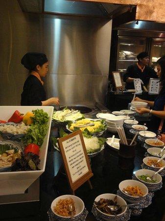 Rembrandt Hotel Bangkok: Breakfast (Suppenecke)