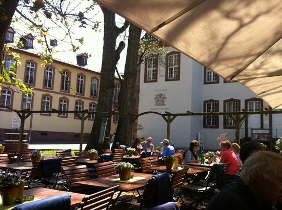 Weinstube Kesselstatt: a perfect place for a little lunch outside. I'll be back.