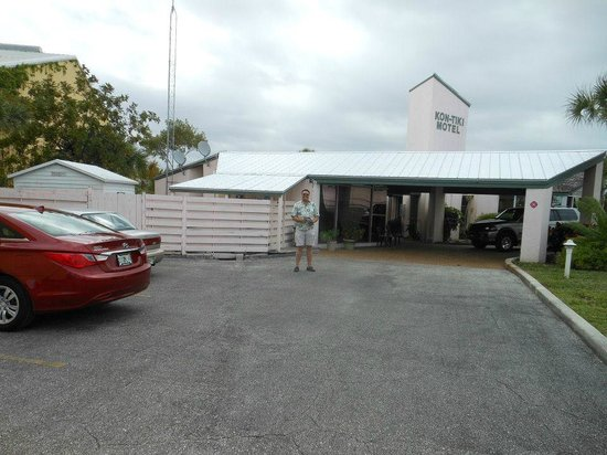 Kon Tiki Motel : Front as you drive in.