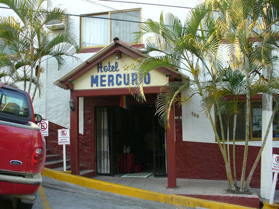 Hotel Mercurio: Entrance to Mercurios
