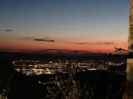 Tenuta Lonciano: vista di sera