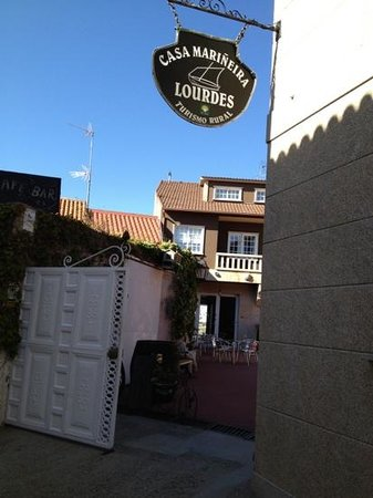 Casa Mariñeira Lourdes: Front entrance