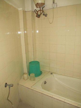 Kings Crown VIP Road: Basic bathroom